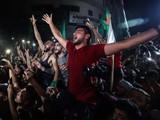 Người dân ở Gaza ăn mừng lệnh ngừng bắn (Ảnh: Al Jazeera)
