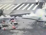 Ảnh cắt từ đoạn clip ghi lại vụ nổ khiến 4 người bị thương (Ảnh: SCMP)