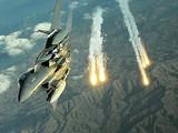 Một chiếc F-15 Strike Eagle trong một cuộc huấn luyện ở Afghanistan (Ảnh: AP)