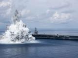 Tàu USS Gerald Ford trong cuộc thử nghiệm chống sốc mới đây của Hải quân Mỹ (Ảnh: Twitter)