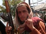 Chiến binh Taliban tuần tra trên đường phố thủ đô Kabul, Afghanistan (Ảnh: The Nation)