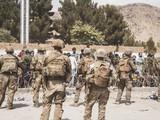 Binh sĩ Mỹ đảm bảo an ninh tại sân bay ở thủ đô Kabul (Ảnh: RT)