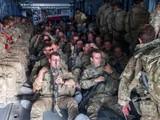 Binh sĩ Anh trên một chuyến bay rời khỏi Kabul, Afghanistan (Ảnh: AP)