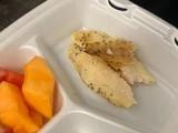 Bữa ăn tối tại Fort Bliss được Ahmadi đăng tải trên mạng xã hội (Ảnh: Twitter)