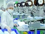 Sản xuất và xuất khẩu khẩu trang gần như là phương cách duy nhất cho ngành dệt may duy trì sự tồn tại, trong khi chưa thể xác định thời điểm hết dịch, cũng như độ trễ thị trường phục hồi.