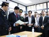 Thứ trưởng Bộ Y tế Đỗ Xuân Tuyên làm việc tại tỉnh Lạng Sơn. Ảnh: TTXVN