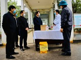 Thứ trưởng Bộ Y tế Trương Quốc Cường kiểm tra công tác phòng dịch bệnh tại Bệnh viện Đa khoa tỉnh Lào Cai. Ảnh: Thao Nguyen