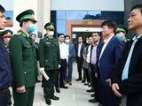 Thứ trưởng Bộ Y tế Trương Quốc Cường thăm Cửa khẩu Trà Lĩnh, Cao Bằng. Ảnh: Thao Nguyen