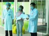 Bệnh nhân được công bố khỏi bệnh tại Bệnh viện Đà Nẵng. Ảnh: Phạm Hằng