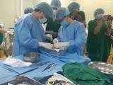 Các bác sĩ thực hiện ghép tạng cho bệnh nhân. Ảnh: Trung tâm Điều phối ghép tạng Quốc gia