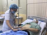 Bác sĩ khám bệnh cho bệnh nhân tại Bệnh viện Hữu Nghị (Ảnh: Bệnh viện Hữu Nghị)