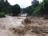 Bão lũ gây thiệt hại nặng nề cho người dân (Ảnh: Trung tâm Dự báo Khí tượng Thuỷ văn Quốc gia)