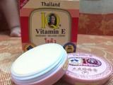 Kem thoa mặt IQ Vitamin E whitening melasma cream (Ảnh chụp màn hình)