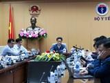 Phó Thủ tướng Vũ Đức Đam cùng Bột trưởng Bộ Y tế tổ chức họp khẩn ngay trong đêm (Ảnh: Mạnh Cường)