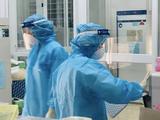 Nhân viên y tế làm việc trong phòng xét nghiệm (Ảnh - BYT)
