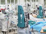 Nhiều bệnh nhân mắc COVID-19 nặng đang phải điều trị ở Khoa Hồi sức tích cực, Bệnh viện Bệnh Nhiệt đới Trung ương (Ảnh - Đặng Thanh)