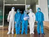 Các bác sĩ chúc mừng bệnh nhân được xuất viện (Ảnh - BVCC)