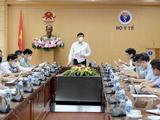 Bộ trưởng Bộ Y tế chỉ đạo tại cuộc họp về chiến dịch tiêm vaccine phòng COVID-19 (Ảnh - BYT)