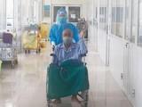 Bệnh nhân mắc COVID-19 nặng thứ 11 ở Bệnh viện Bệnh Nhiệt đới Trung ương khỏi bệnh và được xuất viện (Ảnh - Đặng Thanh)