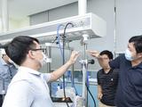 Máy oxy dòng cao BKVM-HF1 được thử nghiệm tại phòng thử nghiệm của VMED Group (Ảnh - VMED)