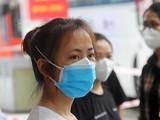 Từng có kinh nghiệm lấy mẫu, truy vết tại các tỉnh Hải Dương, Bắc Ninh, Bắc Giang, các sinh viên tới từ Hải Dương luôn thận trọng khi dùng khẩu trang để thực hiện 5K theo khuyến cáo của Bộ Y tế. (Ảnh: GVT)