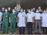 TS. Phạm Ngọc Thạch - Giám đốc Bệnh viện Bệnh Nhiệt đới Trung ương - gặp mặt 30 bác sĩ, điều dưỡng lên đường chống COVID-19 ở TP. Hồ Chí Minh (Ảnh - Đặng Thanh)