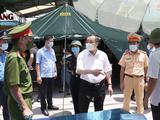 Chủ tịch UBND TP. Hà Nội Chu Ngọc Anh kiểm tra chốt kiểm soát dịch COVID-19 (Ảnh - Xuân Hải)