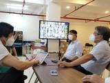 GS.TS. Trần Bình Giang – Giám đốc Bệnh viện Hữu nghị Việt Đức - khảo sát bệnh viện dã chiến ở TP. HCM (Ảnh - Hoài Thương)