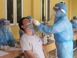 Nhân viên y tế láy mẫu xét nghiệm COVID-19 (Ảnh - SYTHN)