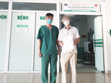 Bệnh nhân P. mắc COVID-19 khoẻ mạnh trong ngày ra viện (Ảnh - Đặng Thanh)