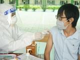 Nhân viên y tế tiêm vaccine phòng COVID-19 cho nguòi dân (Ảnh - BYT)