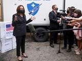 Phó Tổng thống Mĩ Kamala Harris tới Viện Vệ sinh Dịch tễ Trung ương sáng nay (Ảnh: Reuters)