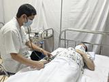 Bác sĩ khám cho phụ nữ mang thai (Ảnh - CDC HN)