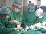 Lần đầu tiên chạy ECMO phẫu thuật sẹo khí quản cho bệnh nhân. Ảnh: BVCC