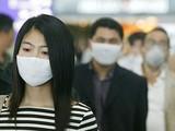 Mang 3 lớp khẩu trang y tế để ngăn ngừa nhiễm virus nCoV. Ảnh minh họa: Internet
