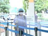 BV Hữu nghị Việt Đức tiến hành khử khuẩn thường xuyên các vị trí trong khuôn viên bệnh viện. Ảnh: Nguyễn Hương