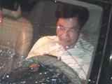 Ông Nguyễn Văn Điều - Trưởng Ban nội chính Tỉnh ủy Thái Bình, cố thủ trong xe sau khi gây tai nạn liên hoàn - Ảnh: Tuổi Trẻ
