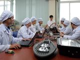 Hoạt động nghiên cứu tại Trung tâm R&D thuộc Công ty Cổ phần Bóng đèn Phích nước Rạng Đông có sự tham gia của một số nhà khoa học đến từ Đại học Bách khoa Hà Nội. Nguồn: natif.vn.