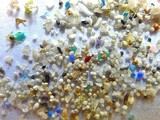 Vi hạt nhựa trong lõi băng ở Nam Cực. Ảnh: Internet