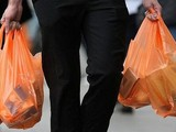 Nhật Bản tính phí túi nylon, nỗ lực giảm thiểu ô nhiễm rác thải nhựa. Ảnh: Internet