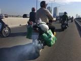 Khí thải từ xe máy là một trong những nguyên nhân gây ô nhiễm không khí. Ảnh: Thanh Niên