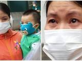 Người mẹ vui mừng bật khóc khi con gái hơn 1 tuổi được chữa khỏi COVID-19 (Ảnh: Nguyễn Trăm ghép)