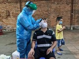 Lấy mẫu xét nghiệm giám sát cộng đồng tại khu vực có có ca nghi ngờ tại quận Gò Vấp (Đình Lễ - HCDC)