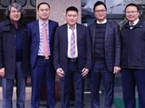 Bầu Thụy (giữa) và ban lãnh đạo Khách sạn Kim Liên.