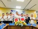 Ông Đào Hồng Tuyển trao tặng ý tưởng, bản quyền dự án đại lộ ven sông Sài Gòn cho ông Hồ Minh Hoàng (Nguồn: Tập đoàn Đèo Cả)