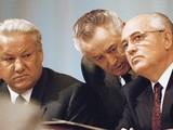 Mikhail Gorbachev (phải) và Boris Yeltsin (trái)-2 nhân vật đóng vai trò tối quan trọng trong sự kiện Liên Xô sụp đổ (Ảnh: Sputnik)