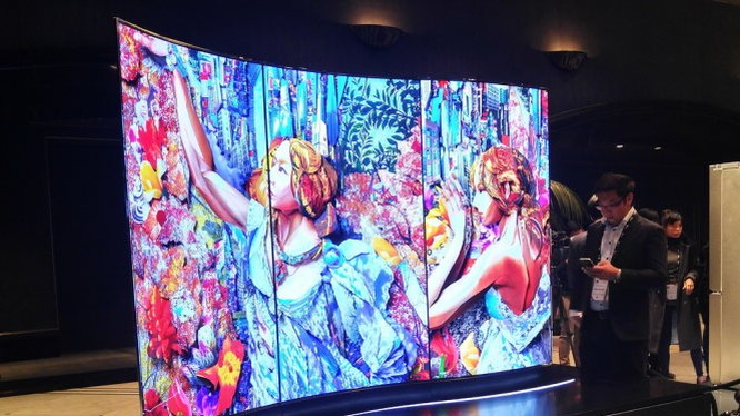 Tivi màn hình cong hiển thị ở cả hai mặt được LG trình diễn tại InnoFest 2016