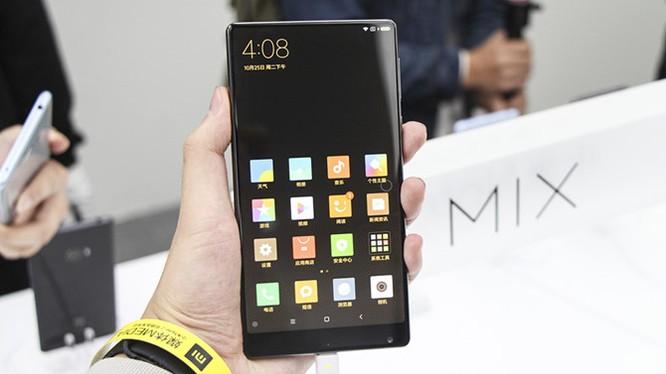 Chạm vuốt Xiaomi Mi MIX - smartphone không viền cực sexy