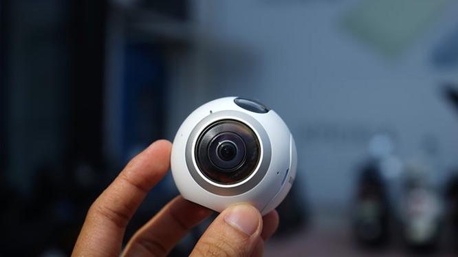 Trên tay Samsung camera Gear 360 giá 7 triệu đồng