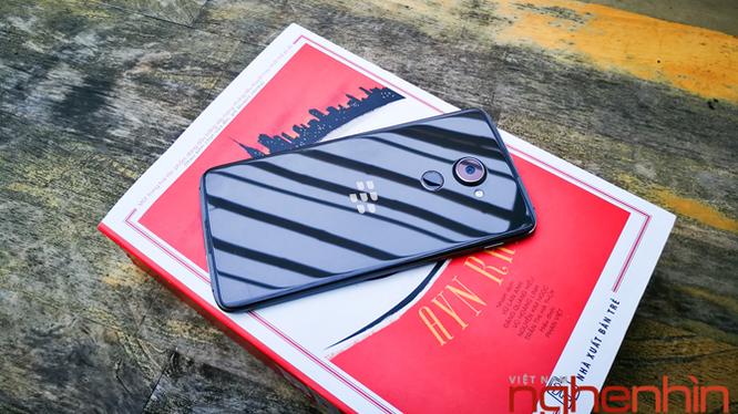 Trên tay Blackberry DTEK60: thiết kế không mới nhưng bóng bẩy hơn